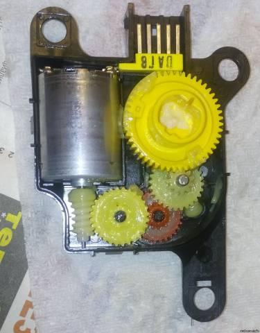 Замена привода заслонки отопителя Kia ceed